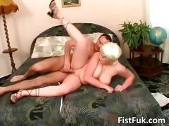 ultra blond bitch receives her hot vagina