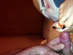 cummin on wifes toes
