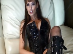 hawt d like to fuck pegging her man & facial!!