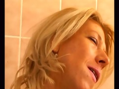 blond d like to fuck in washroom