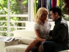 ultra pleasant blondie and her boyfriend