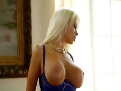 large breasts porn star (homepornwatchhd.com)