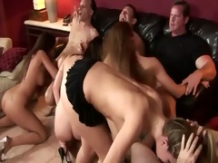 putas en una orgia