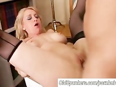 beautiful cougar in nylons likes to fuck