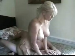 blond mother i knows how to ride
