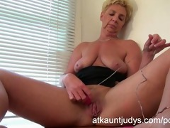 gilf taylor lynn can to receive herself off