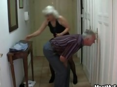 chap caught his girlfriend with his aged mommy