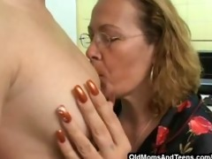 bulky old lesbo with a dong