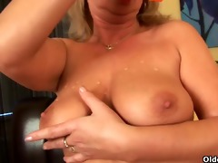 buxom granny gives her old bawdy cleft a treat