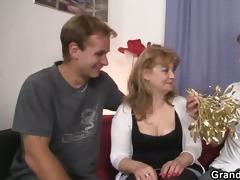 cocksucking mama is riding wang
