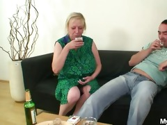she is finds her old mamma sitting on her bfs rod