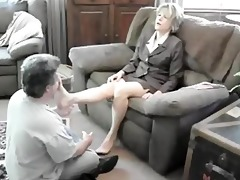 worship milf lady feet