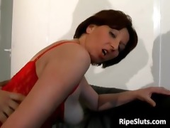 lascivious older redhead bitch gets constricted