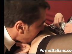 signora italiana in calore dalla figa pelosa - d