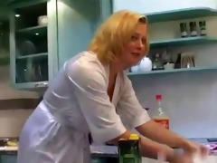 excellent stepmom at kitchen