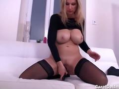 carol copulates her moist pussy