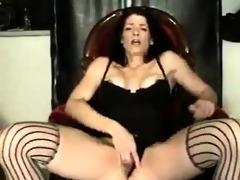 older wife fingering her wet crack very well