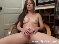 jamie lynn lays back on her leather chair to