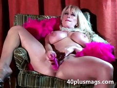 excited huge d like to fuck gives intense solo
