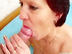 mature lady still can to engulf pecker