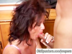 marvelous mature chick gives a blowjob lesson