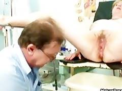 fake doctor fucking a older female part5